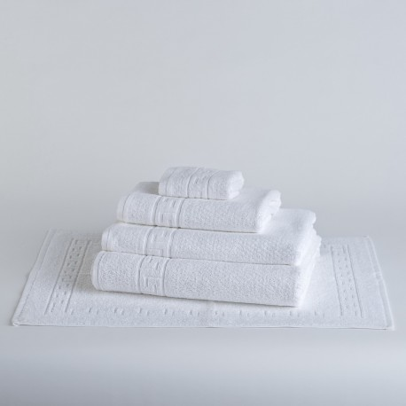 White bath towel for hotels made from 100% cotton