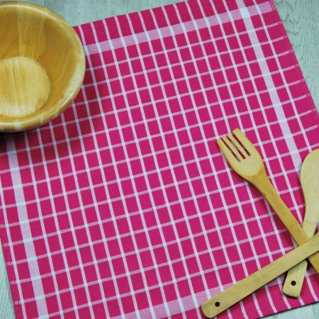 Torchon de cuisine fuchsia en tissu 100% coton.
