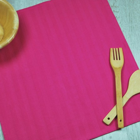Fucshia kitchen towel made from 100% cotton